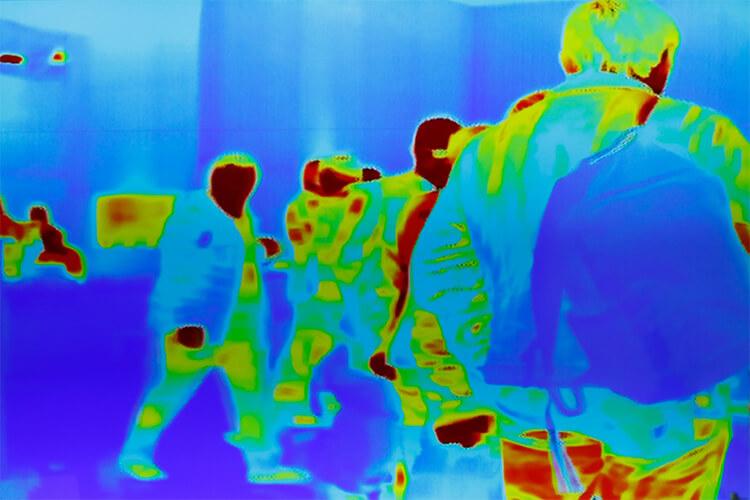Práctico y eficaz monitor de temperatura para combatir la covid-19